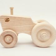 drevena-hracka-traktor-2