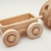 dreveny-vozicek-hracka-4